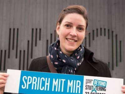 Beate Köhler erkämpft sich ihre ganz persönliche Redefreiheit und sie weist auf den Welttag des Stotterns hin. Foto: Tetiana Lobanovska